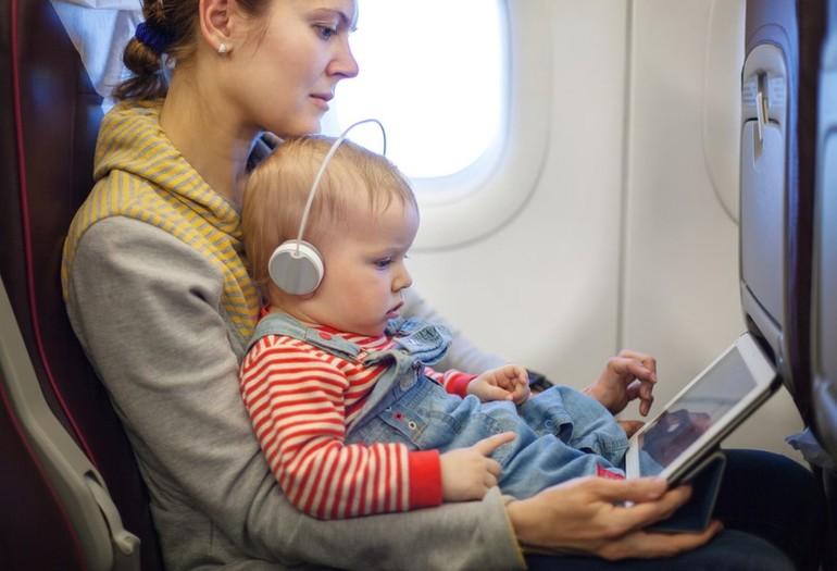 Что брать с собой в самолет когда летишь с ребенком