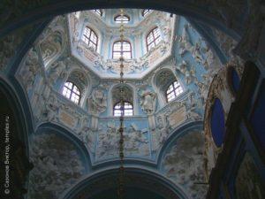 Знаменская церковь в Дубровицах - шедевр в стиле барокко